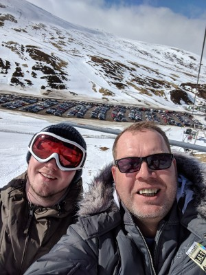 1 Great weekend skiing up glenshee .