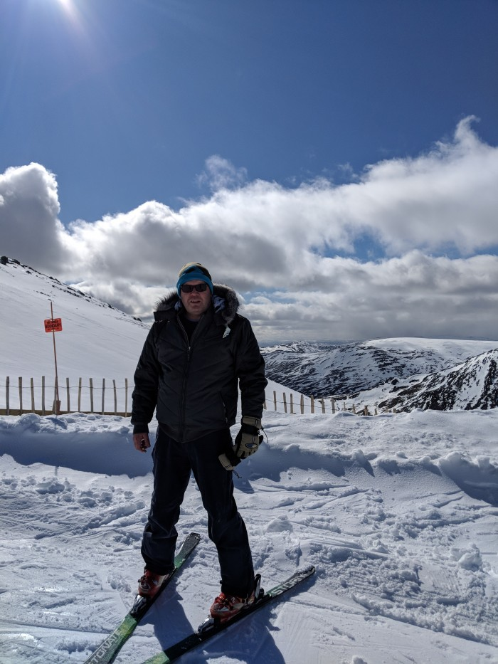 2 Great weekend skiing up glenshee .